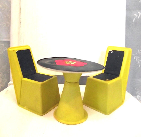 Barbie dollhouse table and chair